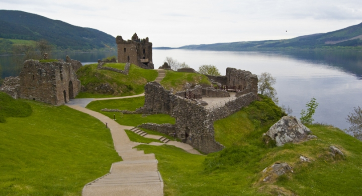 large_7-Scotline_Tours-Urquhart_Castle-Scotland-Loch_Ness_Tour